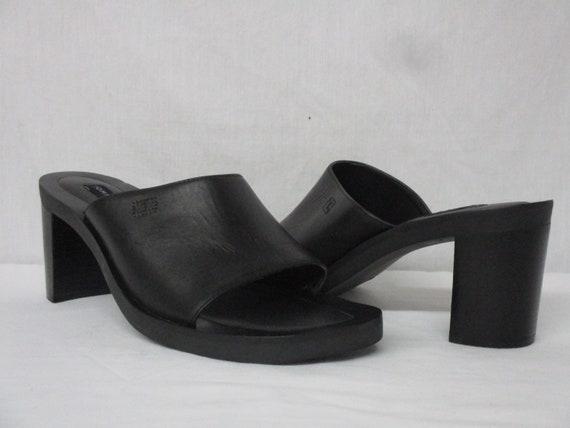 ba5c8634121d7 Vintage Tommy Hilfiger Black Leather Chunky Heel Slide In