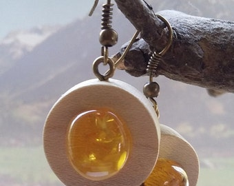 Wooden earrings with natural amber