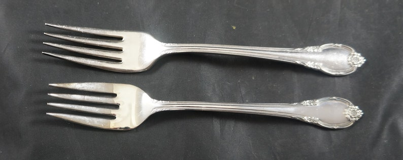 25 Pieces of Rogers 1847 REMEMBERANCE Silver Plate Flatware