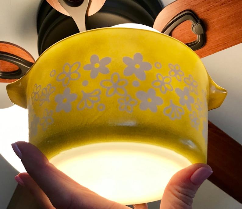 Pyrex Spring BlossomCrazy Daisy 473 Round Casserole with Lid 1 Quart