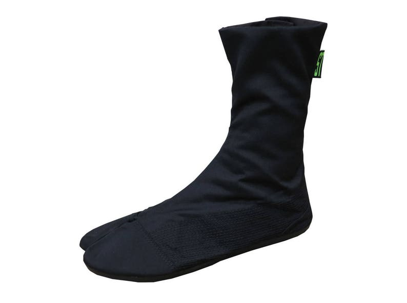 Comfortable tabi boots. Vegan boots with flat sole. Black image 0