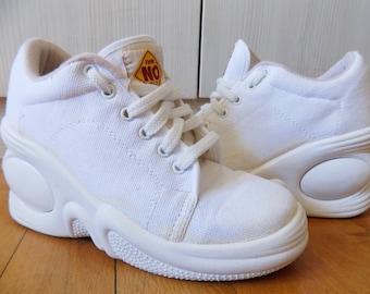 58a98224821 Vintage 90 s Snow White Canvas Platforms Sneakers NO WAY Eu 36