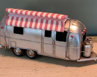 Highly Detailed Vintage Metal Tin American Silver Airstream Tradewind Caravel Bambi II Flying Cloud Trailer With Retractable Awning