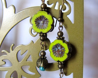 Flower Earrings in brass and glass beads