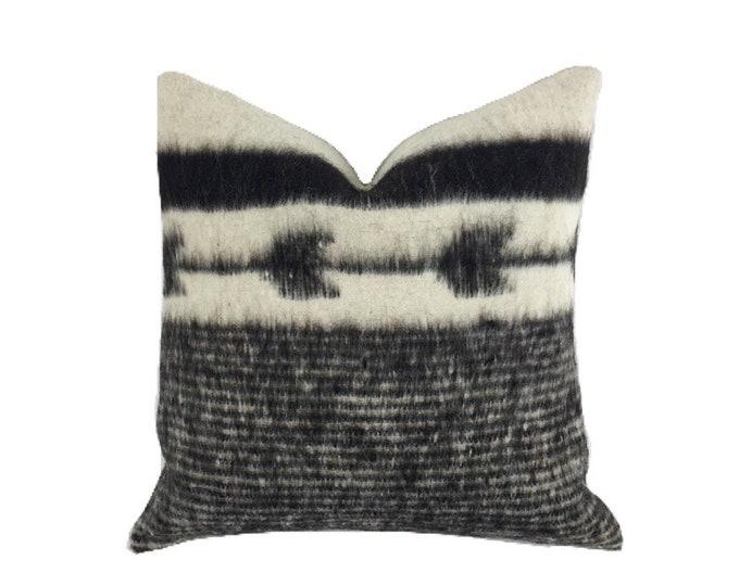 Bohemian Pillow, Wool Pillow Cover, Chunky wool pillow. Tribal pillow, Tribal decor