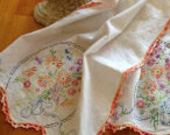 Vintage tea towel, hand embroidery, vintage table linen, kitchen towel
