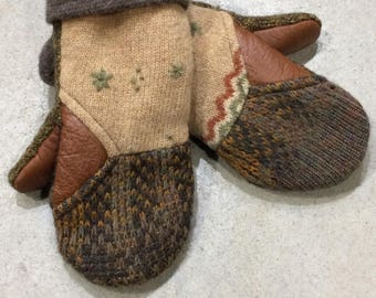 recycled Mittens green and beige with recycled leather