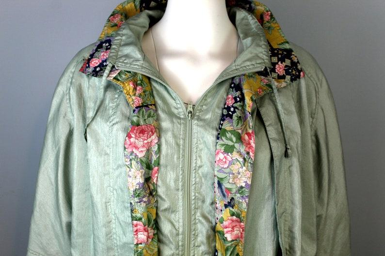 Floral Windbreaker 80s Vintage Jacket Light Green Wind Coat Long Jacket Flower Pattern Tracksuit Top Colorful Windbreakers Women 1980s Style