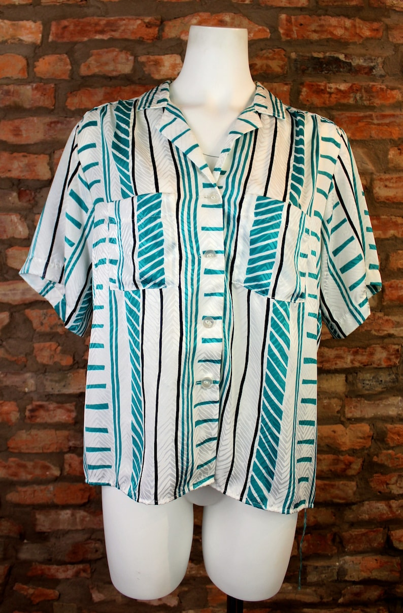 80s Short Sleeve Blouse Women Large Funky Stripes Pattern Top Retro Secretary Blouse Flowy Silk Button Up Vintage Collar Shirt Hipster Style