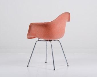 Early Herman Miller Eames DAX Fiberglass Chair