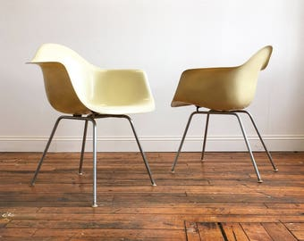 SOLD   Vintage Herman Miller Eames Fiberglass Shell Chair In Parchment
