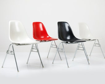Set of 4 Vintage Herman Miller Eames DSS Fiberglass Shell Chairs