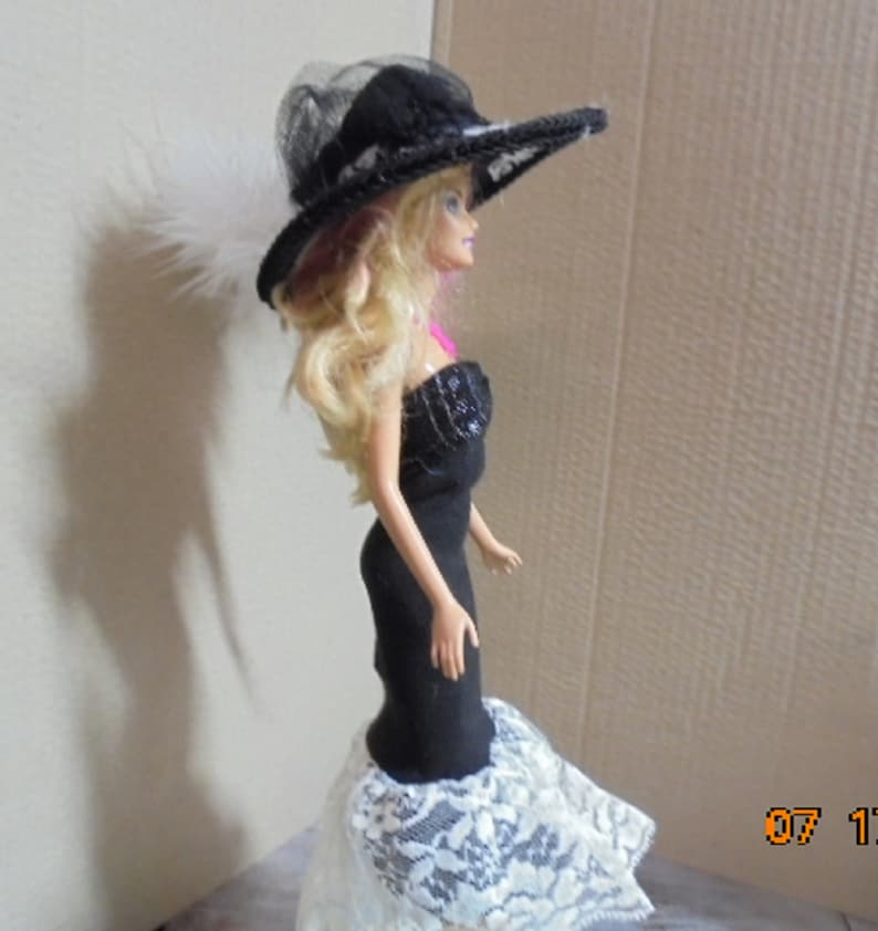 Barbie Dress for a great outfit Barbie is Dreess to step out in this lovely set and Hat