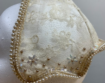 Thirties lace hat with iridescent details
