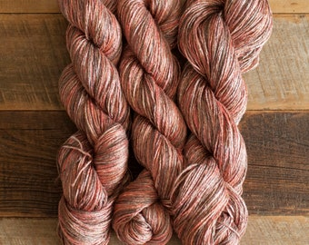 Heathered/Variegated Rust/Brown/Red Ramie/Hemp/Bamboo blend (70/15/15) DK weight yarn, 290 m/100 grams, milled in Italy, mill end