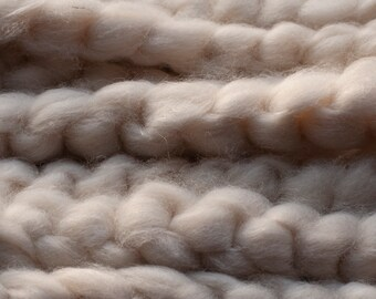 Undyed natural white merino alpaca silk blend pindrafted roving, spinning fibre, 100 grams per bump