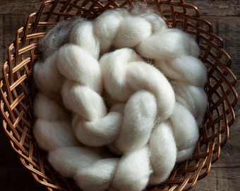 Undyed Natural White Blue Faced Leicester Top, spinning fibre, 100 gram bumps