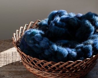 Hand Dyed Blue Face Leicester X Ile De France pencil roving, navy indigo blue, 100 grams, raised and milled in Canada