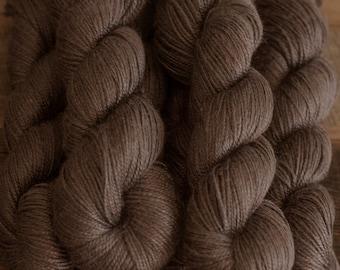 Dark taupe Ramie/Hemp/Bamboo blend (75/15/15) DK weight yarn, 300 m/100 grams, milled in Italy, mill end