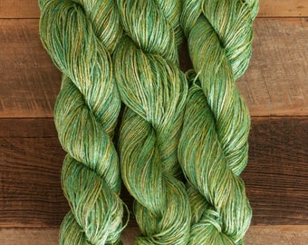 Green/Yellow Ramie/Hemp/Bamboo blend (70/15/15) DK weight yarn, 290 m/100 grams, milled in Italy, mill end