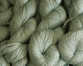 Pale mint Ramie/Hemp/Bamboo blend (75/15/15) DK weight yarn, 300 m/100 grams, milled in Italy, mill end
