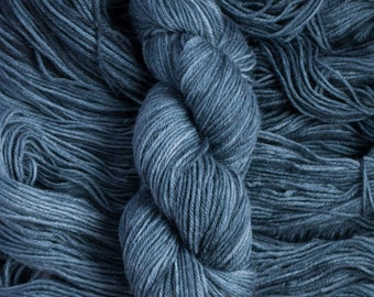 "Heron ""Slate"" – 26.5 micron wool/alpaca (70/30) worsted weight yarn, 240 yards, 100 grams, 4 ply, milled in South America, non-superwash"