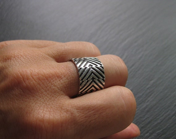 Adjustable Chevron Band Ring . Unisex Silver Plated Ring . Chunky Ring . FREE SHIPPING CANADA
