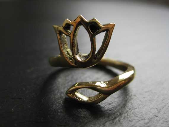 LOTUS Flower Ring . Adjustable . Free shipping in CANADA