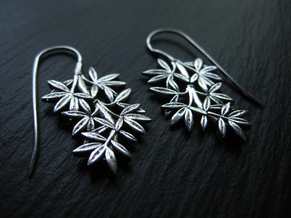 Leaves Earrings Threader . Silver Plated . FREE SHIPPING in CANADA