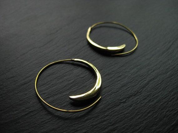 Simple Spiral Brass Earrings . Hoops Infinity . Dainty Minimalist Gold Hoop Earrings . Gypsy Jewellery . FREE SHIPPING CANADA