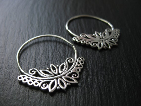 Silver Endless Hoop Earrings . Gauge Hoops . Floral Botanical Jewelry . Threader Spiral Earrings . FREE SHIPPING Canada . Zarishop