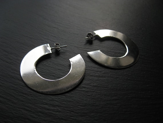 Bold Minimalist Silver Flat Hoops . Modern Thick Disc Hoop Earrings . Shiny Mirror Effect Earrings . FREE SHIPPING CANADA