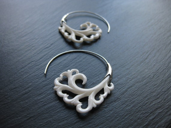 Sterling Silver Floral Carved Bone Earrings . Spiral Threader Hoop Earrings . Silver 925 . White Flower Earrings . FREE SHIPPING in CANADA