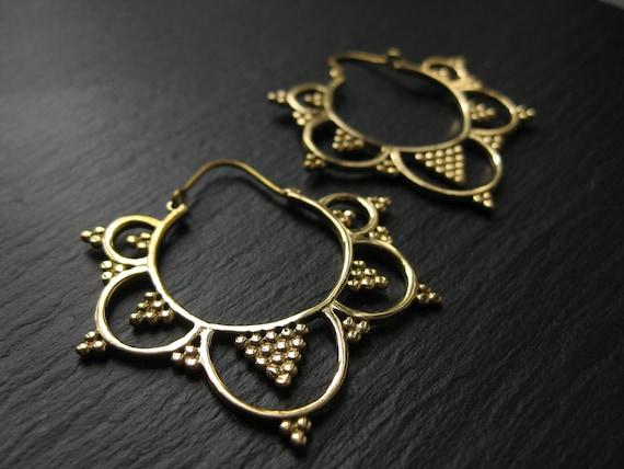 Sacred Geometry Brass Hoop Earrings . Tribal Boho Chic . Boucles d'oreilles Tribal Laiton . FREE SHIPPING Canada . ZARIboutik