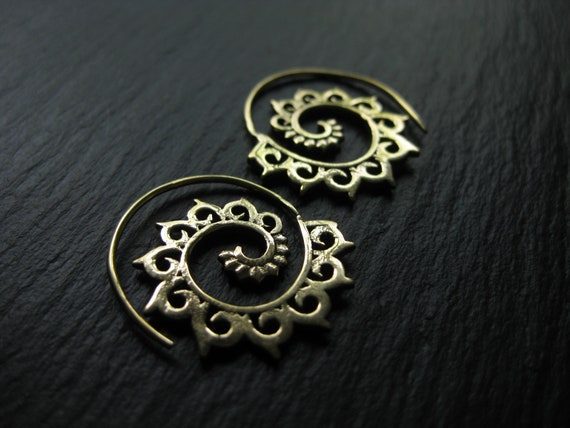 Small Brass Spiral Hoops . Tribal Earrings . Ethnic Urban Chic Jewelry . Dainty Statement Earrings . FREE SHIPPING in CANADA . ZARIboutik