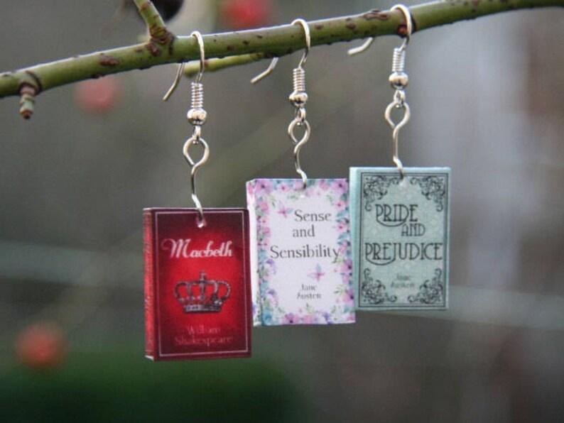 Pendientes de libro en miniatura pendientes de novela imagen 0