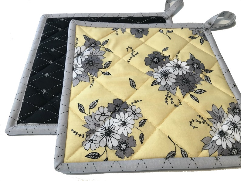 Honey Bees Flowers Black & Yellow Quilted Potholders Handmade image 0