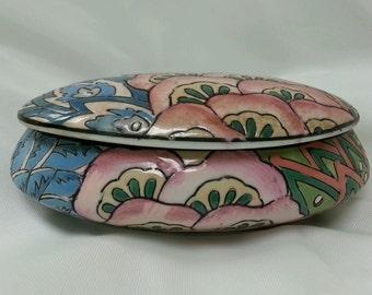 Beautiful Vintage Chinese Porcelain Trinket Box. Mark on Bottom.