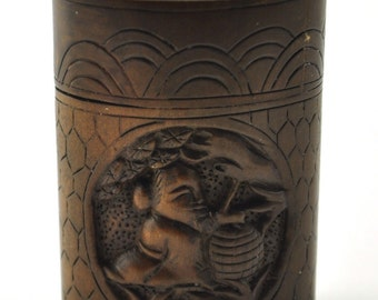 Very Beautiful Chinese / Japanese Carved Wooden Box.