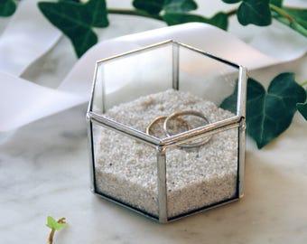 Small glass box for wedding rings. Wedding glass box. Jewelry box. Hexagonal shape. D Day. Big D. Wedding proposal. Gift. Valentin's Day