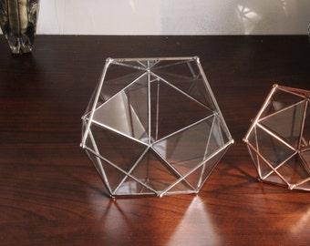 Petit terrarium géométrique en verre. Boîte à bijoux. Fait main. Icosaèdre. Vitrail tiffany. Jardin d'intérieur. Cadeau.
