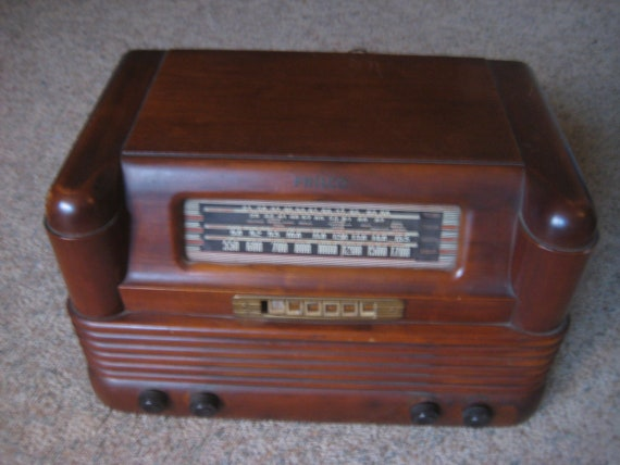 Vintage Philco Model 42 350 Push Button 1942 Wooden Radio