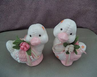 Duck Figurine , Baby duck figurnies , Set for duck figurine , Vintage baby duck figurines , Baby ducks with flowers , Gift under 10