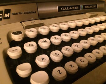 1970s Smith Corona Galaxie Deluxe Typewriter With Jeweled Escapement And Case