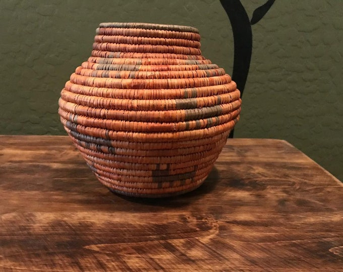 70s 80s Native American Basket / Vintage Southwest Woven Basket / Vase Shaped Woven Basket