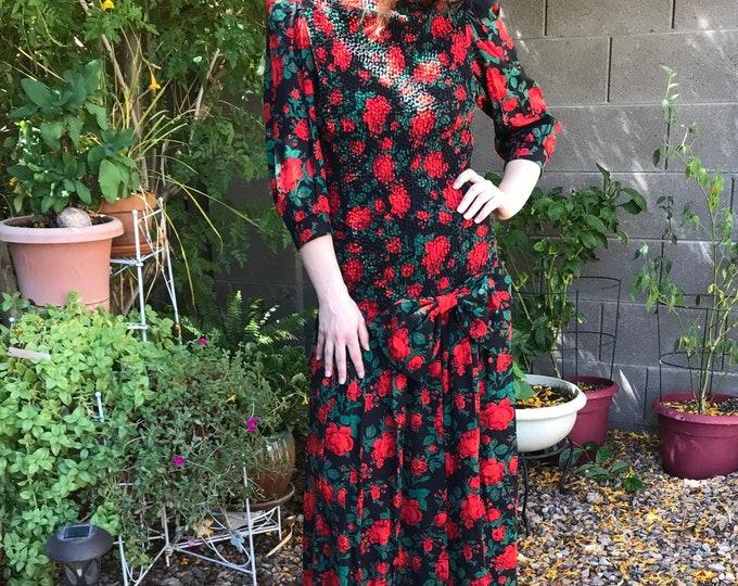 80s  Smocked Bodice Dress / Vintage Floral Dress / 80s Act I Form Fitting Bold Dress