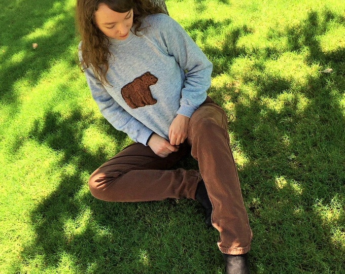 Grey crew neck sweatshirt with plush raised Bear applique...90s Hanes