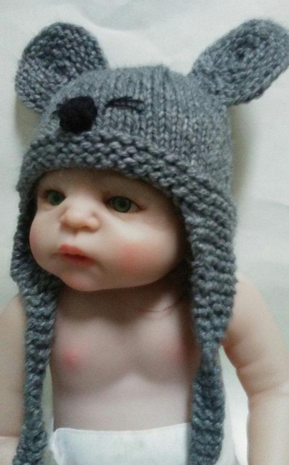 bbedf8f82950 Chapeau de souris à la main tricot chaud oreillettes lhiver   Etsy