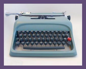 1962 Olivetti-Underwood Studio 44 Typewriter (pica)