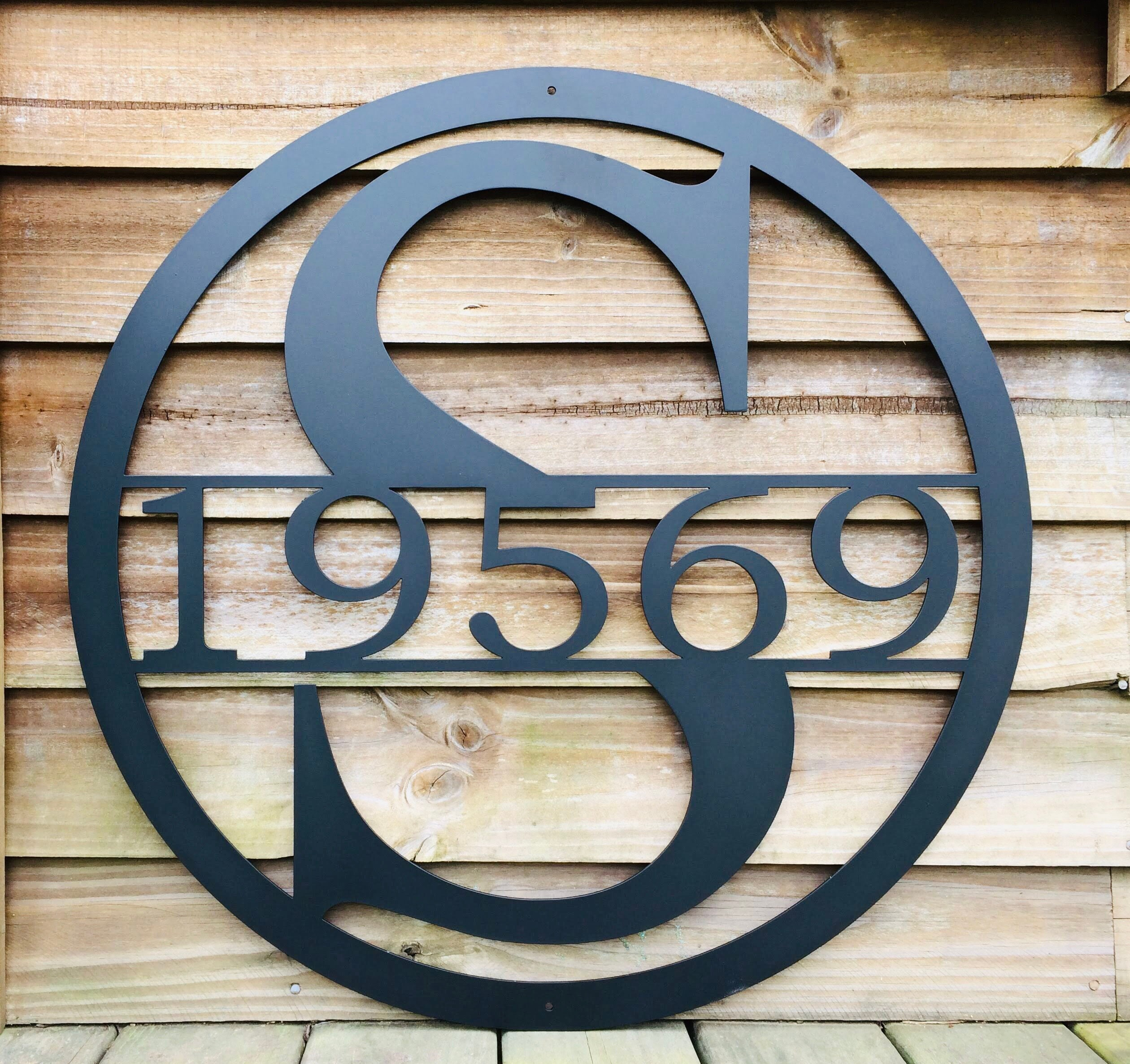 20 Inch Circle Monogrammed Metal Sign with Family Last ...